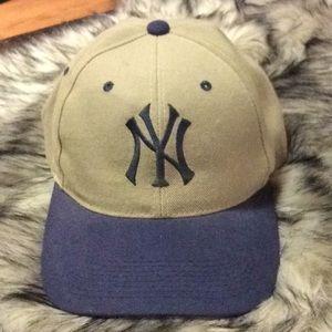 Accessories - Green & Blue NY Yankees baseball cap